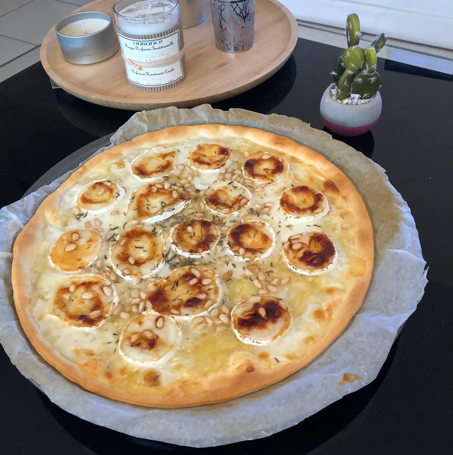 pizza ch vre miel vingt et un degr s. Black Bedroom Furniture Sets. Home Design Ideas